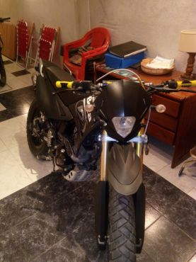 Se vende Beta motard 200.